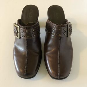 Clarks Womens Leather Mules Size 7 Brown.